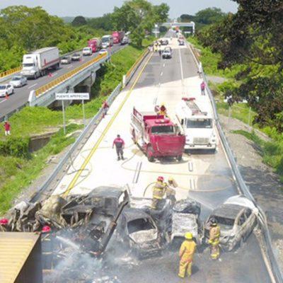 Deja 6 calcinados desprendimiento de un tanque cisterna en la autopista Acayucan-Cosoleacaque