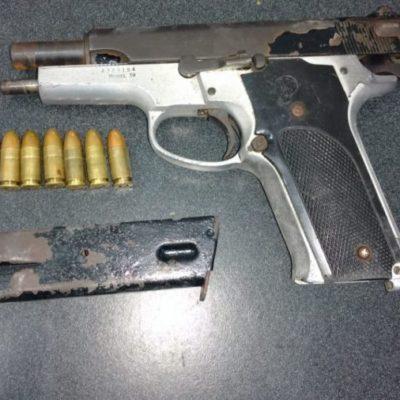 Policía Municipal detiene a tres sujetos por portación de arma de fuego en Cancún