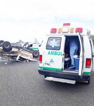DEJA VOLCADURA 3 HERIDOS: Curiosos impiden a policías identificar al responsable del accidente