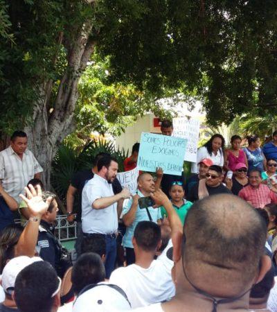 PLANTÓN DE POLICÍAS FRENTE AL AYUNTAMIENTO: Exigen agentes de Cancún un mayor bono del Fortaseg; lamenta funcionario 'cerrazón' de uniformados