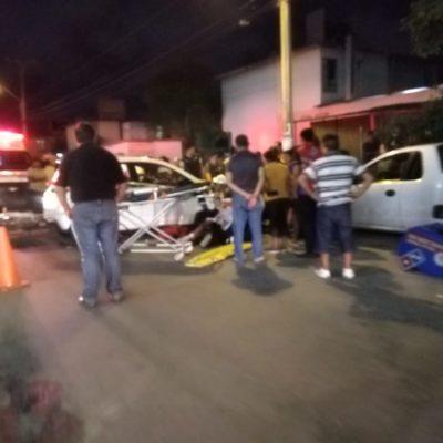 Chocan taxista y repartidor de pizzas en Cancún