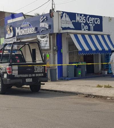 VIOLENCIA EN TABASCO: Asesinan a padre e hijo en el interior de una abarrotera