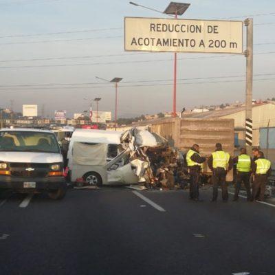 Reportan 12 muertos tras accidente en la México-Pachuca; combi de pasajeros impactó contra tráiler