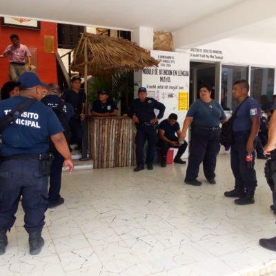 Protestan policías en paro afuera del palacio de Carrillo Puerto