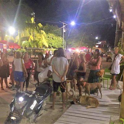 Familias de Holbox protestan afuera de la alcaldía en contra de la inseguridad