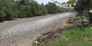 Deseca prolongada sequía el modesto caudal del emblemático 'Río seco' de Paraíso