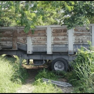 Aplasta góndola auto en la Mérida-Motul; dos personas muertas y una en estado crítico