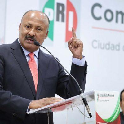 Ataja René Juárez a 'carroñeros' que exigen la renuncia de la dirigencia nacional del PRI