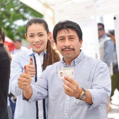 Victor Mas ejerce su voto en Tulum