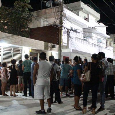 MANTIENEN BAJO 'CUSTODIA' EL IEQROO EN PLAYA: Militantes de las dos coaliciones que se disputan la presidencia municipal montan guardias para evitar un supuesto fraude