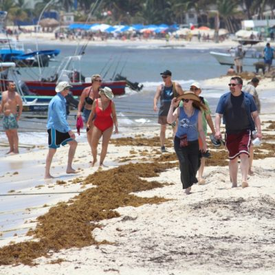 Baja actividad turística y pesquera en playas de la Riviera Maya por lluvias y sargazo