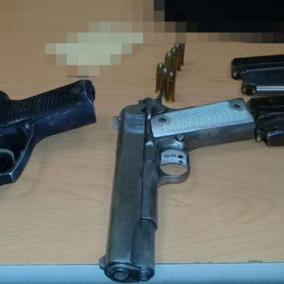 Policía Estatal detiene a dos sujetos con presunta droga y armas de fuego en Tulum