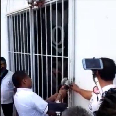 Taxistas rompen candadados y toman oficinas en Tulum; desconocen a la dirigencia de Irán Zapata Hipólito