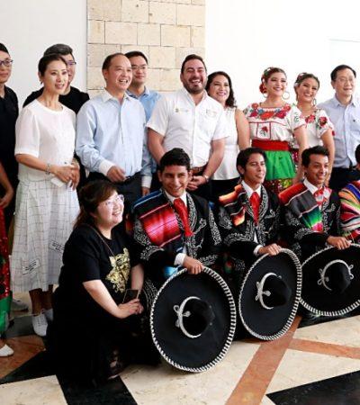 Los mariachis cantaron y bailaron como parte de un intercambio cultural de Cancún con China
