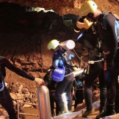 Los buzos esperan rescatar entre martes y miércoles a los últimos cinco niños atrapados en la cueva de Tham Luang en Tailandia