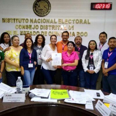 Adriana Teissier recibe constancia de diputada electa por el Distrito 01