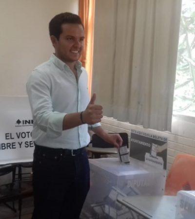 Desde Instituto Tecnológico de Cancún, Pablo Bustamante sufraga