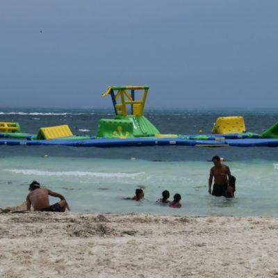 Con fotos, activistas prueban los daños ecológico del parque de inflables en Playa Langosta e interpone denuncia en PGR