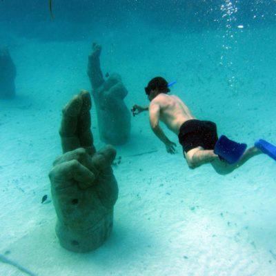 'Bendiciones' desde las nítidas aguas de Isla Mujeres en la nueva sala del MUSA