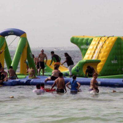 El parque acuático 'Float Fun' se quedará en playa Langosta; afirman directivos que cuentan con permisos para operar