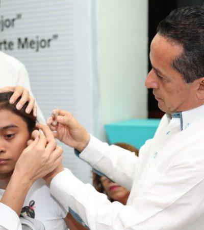 Con inversión de 1.2 mdp, inicia Gobernador entrega de auxiliares auditivos y lentes de armazón para 459 personas de cuatro municipios de QR