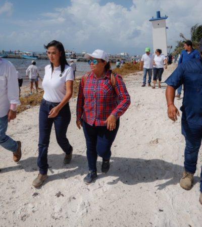 Laura Fernández verifica los trabajos de retiro de sargazo en las costas del municipio