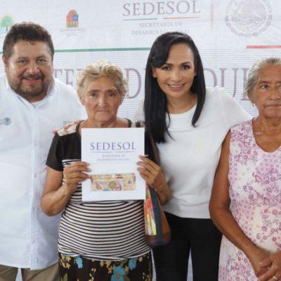 Entrega Alcaldesa de Puerto Morelos apoyos económicos a personas de la tercera edad
