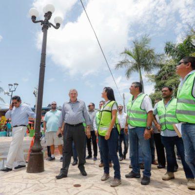 Avanzan trabajos de modernización de luminarias en el Casco Antiguo de Puerto Morelos