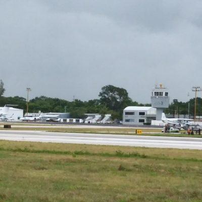 Desvían a Cozumel avión en el que viajaba el Gobernador por presunto derrame de combustible en el aeropuerto de Chetumal; confirma Carlos Joaquín que un percance menor de un avión de la marina generó el incidente
