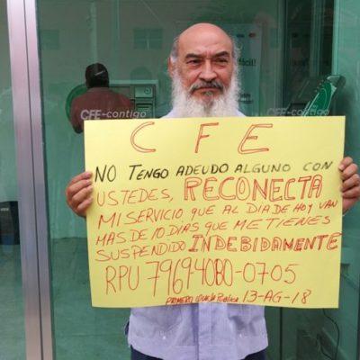 Empresario de Chetumal realiza manifestación frente a CFE por suspensión del servicio sin justificación