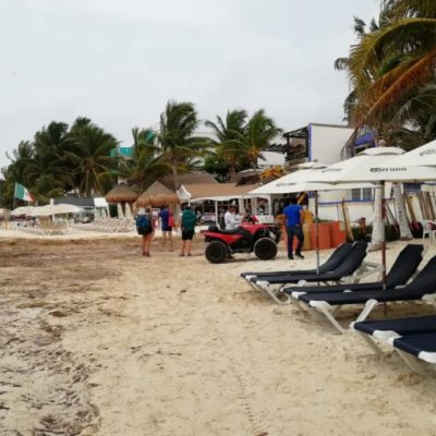 En Playa del Carmen, negocios turísticos rebajan precios por falta de turistas en las playas debido al sargazo