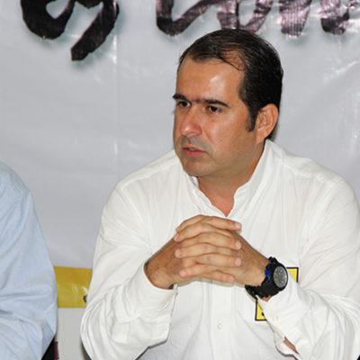 Rompeolas: Deja Jorge Aguilar presidencia del PRD-QR