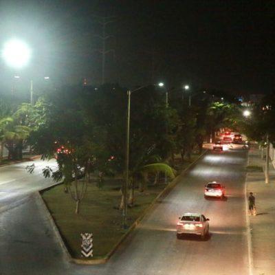 Supervisa Alcalde la instalación de 387 luminarias LED en la avenida Andrés Quintana Roo