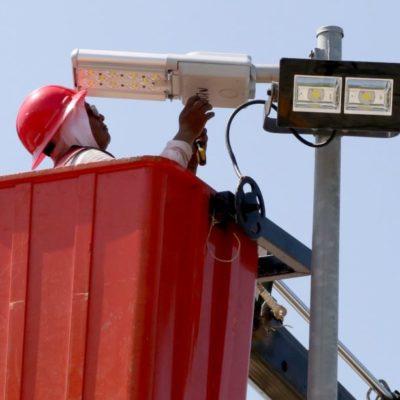 Supervisan la instalación de 387 luminarias LED en la Avenida Andrés Q. Roo, que beneficiará a más de 10 supermanzanas