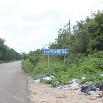PÉSIMA IMAGEN EN LA RUTA DE HOLBOX: Tiran basura a orillas de la carretera en Solferino
