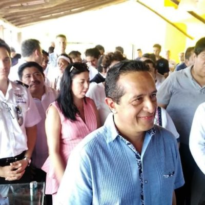 Asegura Carlos Joaquín que siguen analizando proyectos de recoja de sargazo y el destino final del alga