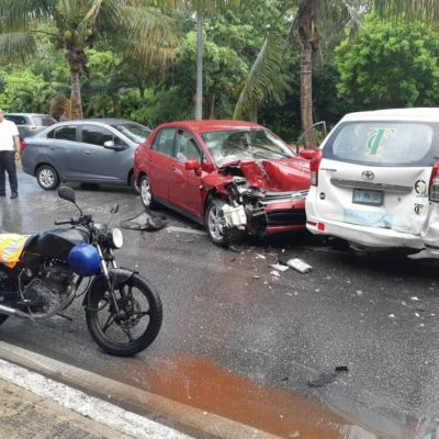 Saldo de 4 lesionados por carambola en la Zona Hotelera de Cancún