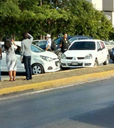Chocan autos en boulevard Colosio