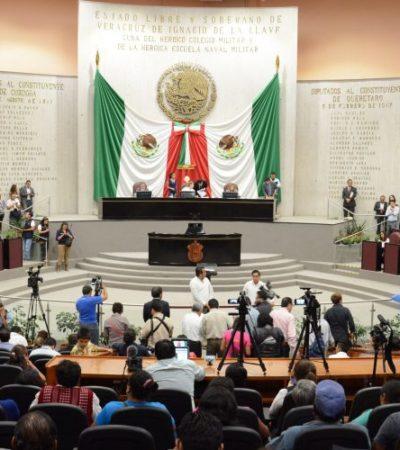 Dejan 'ladies' bancada de Morena y oficializan su ingreso al PAN en Congreso de Veracruz