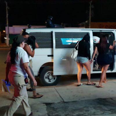 ASEGURAN A 'BAILARINAS' EXTRANJERAS EN CANCÚN: Ubican a seis mujeres ilegales en operativo de federales y migración en bares