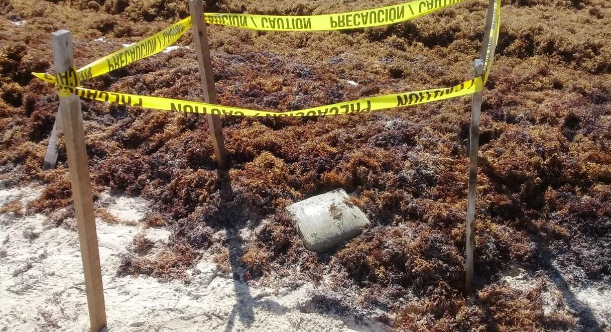 Aseguran paquete de droga en Playa
