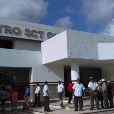 Trabajadores de la SCT se manifiestan frente a la dependencia como medida de presión para exigir la destitución del titular Francisco Elizondo