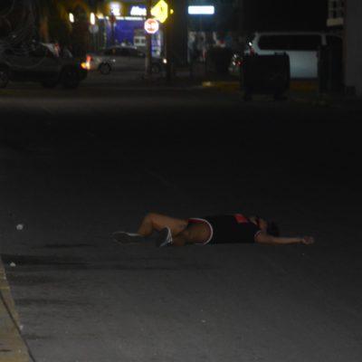 MATAN A UNA MUJER AFUERA DE BAR EN PLAYA: Un hombre la sacó de 'La Marimba' y le disparó en la cabeza a media calle