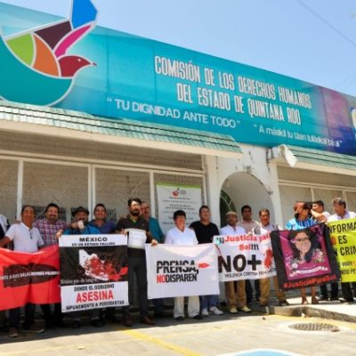 Periodistas de la zona sur se manifiestan en la FGE y exigen el esclarecimiento puntual del asesinato de camarógrafo en Cancún