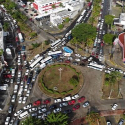 Par vial de la Xcaret crea conflicto vehicular en la glorieta de Yaxchilán