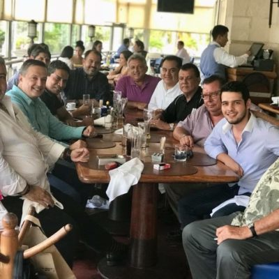 REUNIÓN DE 'AMIGOS' EN CANCÚN: Luis Alegre Salazar, diputado electo de Morena y hombre de confianza de AMLO en QR, departe con el tío de Roberto Borge y el ex vocero de Félix González
