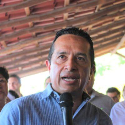 Anuncia Carlos Joaquín González, la instalación de vallas para contener el sargazo, similares a las que se usan para derrames petroleros