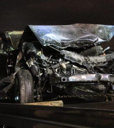 'Pestañea' al volante; destroza su carro y dos más, pero los ajustadores arreglan el entuerto