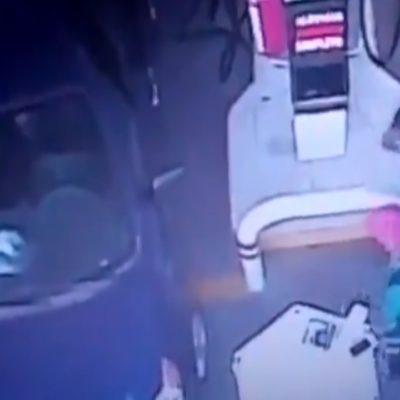 SON POLICÍAS… Y LADRONES: Roban descaradamente a vendedor ambulante; un video delata su fechoría