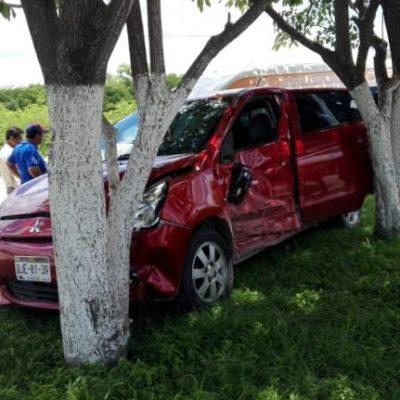 Deja encontronazo entre auto particular y del servicio público doce lesionados y daños materiales en Campeche